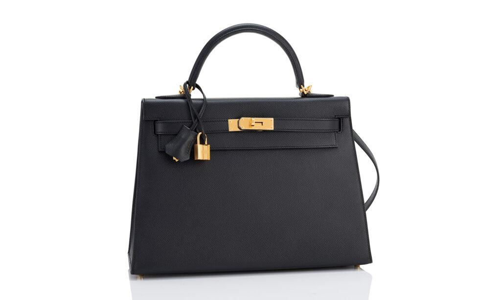 Kultowa Kelly Bag współcześnie. www.worldsbest.com/fashion/1503443250/hermes-kelly-bag-32cm-black-epsom-gold